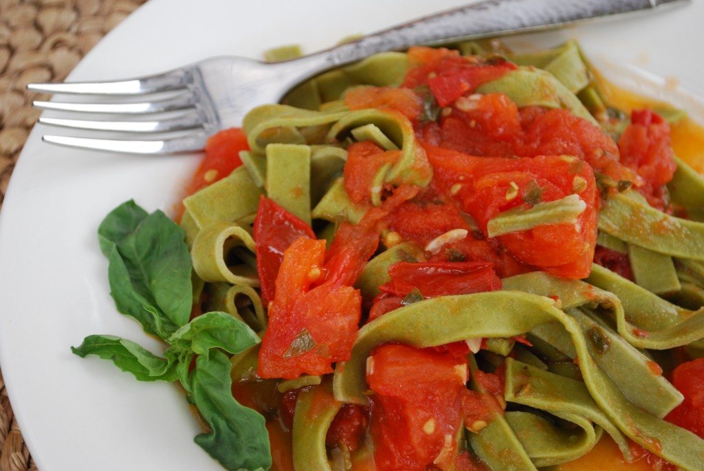 Easy pasta recipe spinach fettuccini with fresh tomatoes and basil